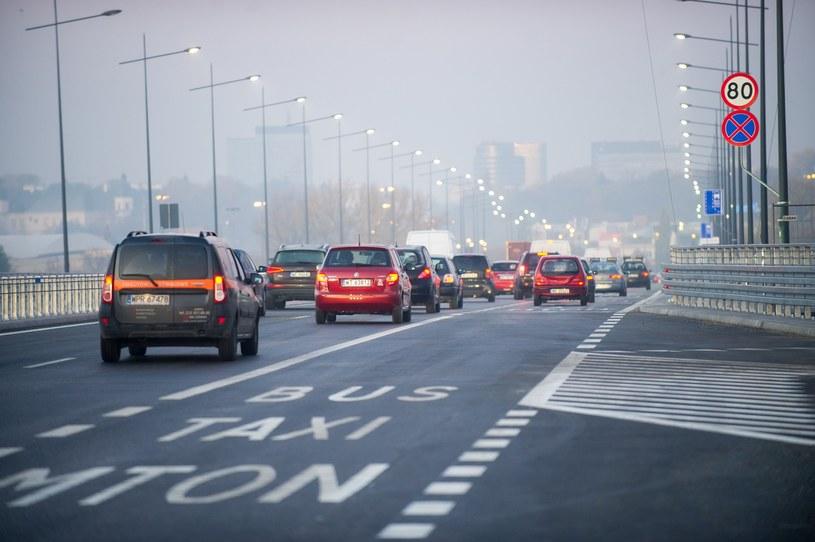 W Warszawie motocyklistom nie wolno jeździć po buspasach /Bartosz Krupa /East News