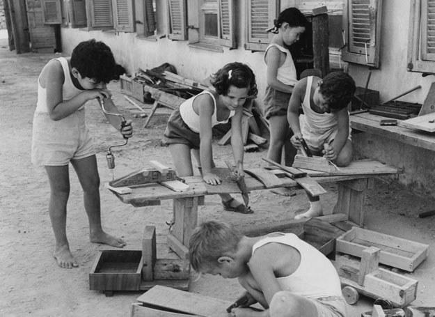 W warsztacie stolarskim. Kibuc Givat Brenner 1950 /Getty Images/Flash Press Media