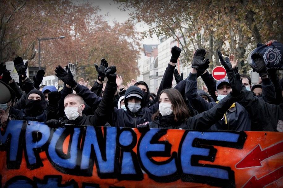 W weekend odbyły się protesty przeciwko reformie. 67 policjantów zostało rannych /Boussuge Mathis/ABACA /PAP