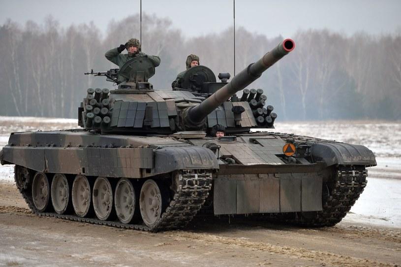 """W Wesołej na codzień stacjonują czołgi PT-91 """"Twardy"""" /East News"""