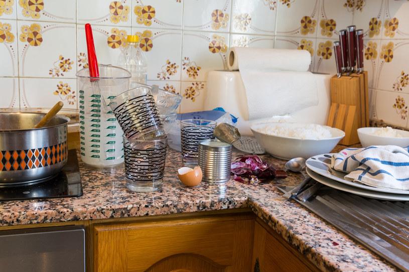 W większości domów torebki po herbacie lądują w koszu. Niesłusznie! /123RF/PICSEL