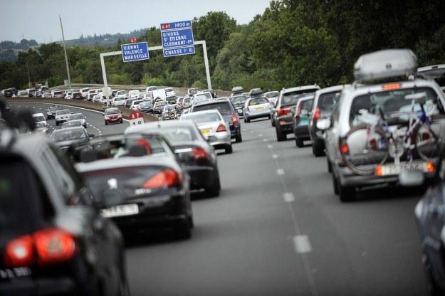 W większości państw za jazdę autostradami trzeba zapłacić /AFP