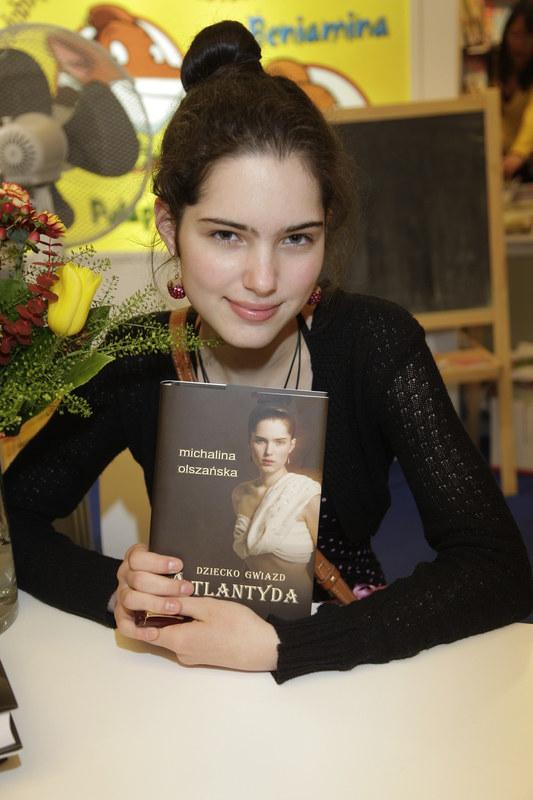 """W wieku 17 lat Michalina Olszańska napisała powieść """"Dziecko Gwiazd Atlantyda"""". /Podsiebierska /AKPA"""