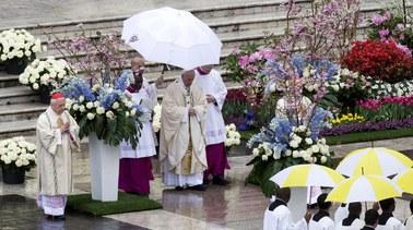 W wielkanocnym orędziu papież apeluje o pokój
