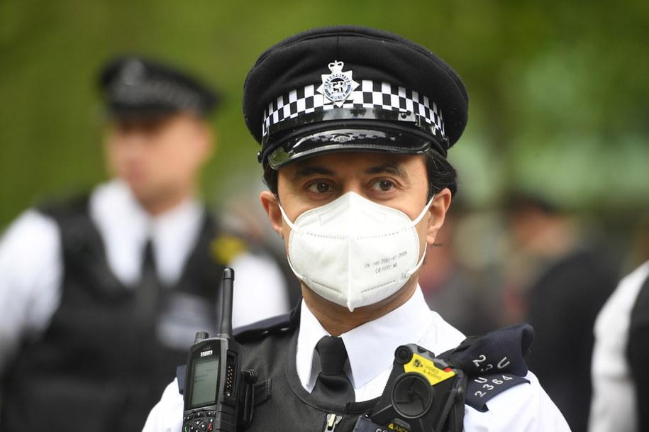 W Wielkiej Brytanii doszło do demonstracji przeciwko izolacji społecznej /FACUNDO ARRIZABALAGA /PAP/EPA