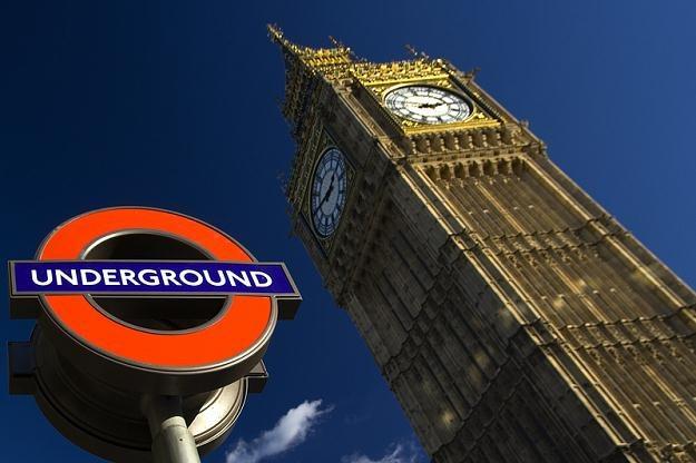 W Wielkiej Brytanii najlepiej zarabiają pracujący na City. Przeciętnie otrzymują 888 funtów/tydzień /© Panthermedia