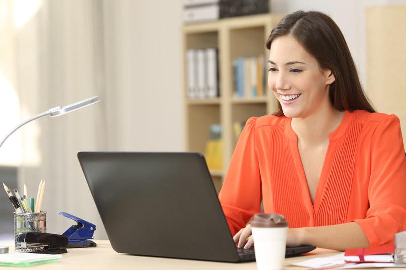 W wielu firmach pracodawcy decydują się wprowadzić benefity dla rodziców /123RF/PICSEL