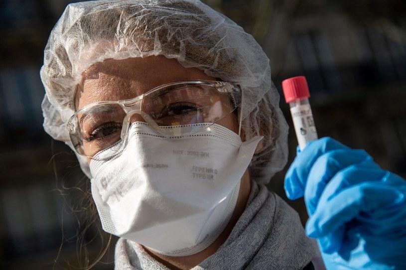 W wielu krajach są badane różne leki na koronawirusa /AFP