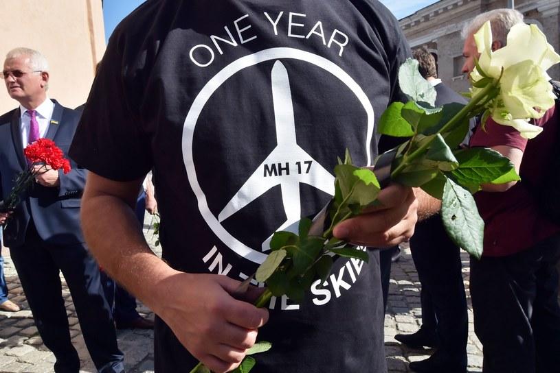 W wielu miejscach świata ludzie oddają hołd ofiarom katastrofy /AFP