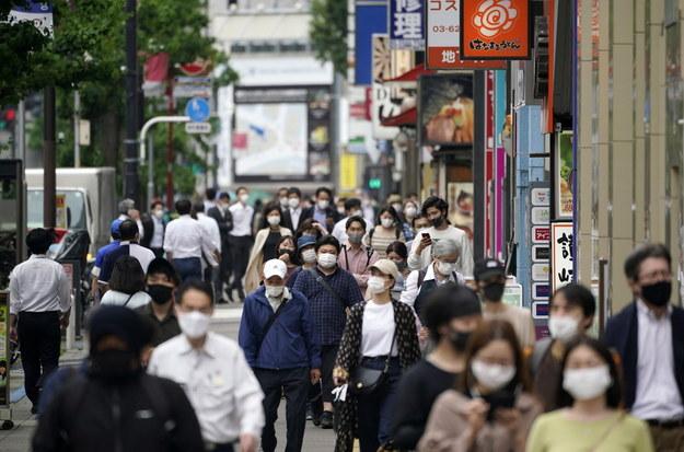 W wielu regionach Japonii wzrasta liczba zakażeń koronawirusem /FRANCK ROBICHON /PAP/EPA