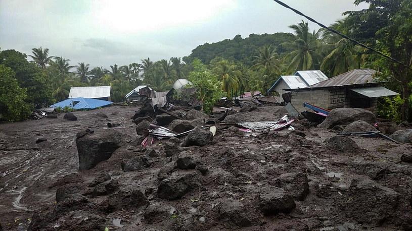 W wiosce Lamanele błoto zalało kilkadziesiąt budynków /PAP/EPA