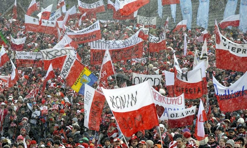 W Wiśle zaroi się od biało-czerwonych flag. /AFP