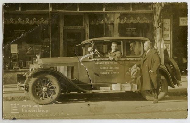 """W wyjątkową podróż dookoła świata możecie wybrać się razem z książka """"Ekspedycja pierwszego Polaka automobilem dookoła świata 1926-1928"""" /©ArchiwumHarcerskie.pl /Materiały prasowe"""