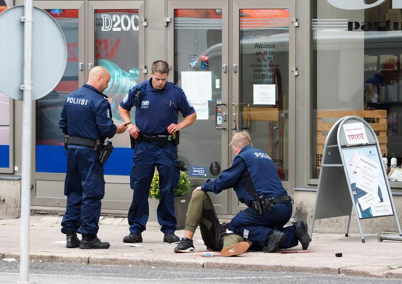 W wyniku ataku nożownika w Turku zmarły dwie obywatelki Finlandii. Osiem osób zostało rannych /Kirsi Kanerva /AFP