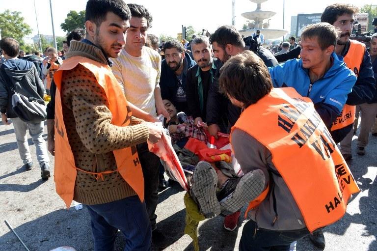W wyniku eksplozji bomb rannych zostało 126 osób, co najmniej 30 nie żyje /AFP