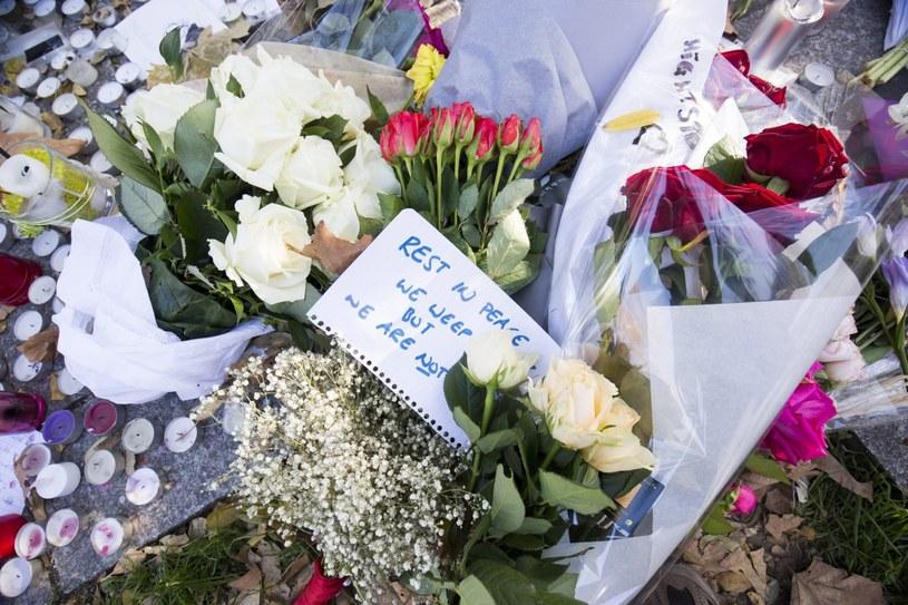 W wyniku serii zamachów w Paryżu śmierć poniosło co najmniej 129 osób /JULIEN WARNAND /PAP/EPA