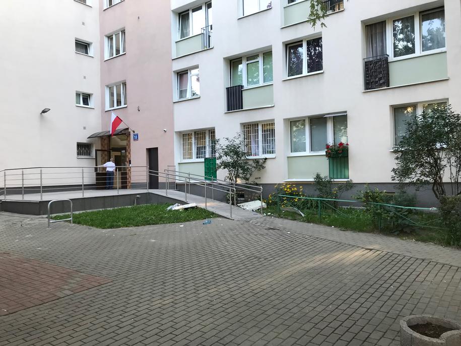 W wyniku wybuchu wyleciało okno jednego z mieszkań /Grzegorz Kwolek /RMF FM
