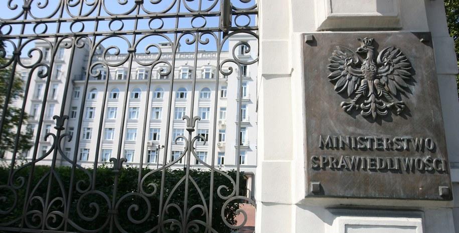 W wyniku zakażenia koronawirusem zmarł pracownik Ministerstwa Sprawiedliwości (zdjęcie ilustracyjne) /Paweł Kula /PAP