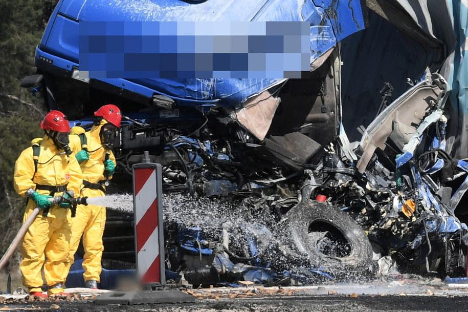 W wyniku zdarzenia na drogę wyciekło około 14 tysięcy litrów toksycznej substancji. /Tytus Żmijewski /PAP