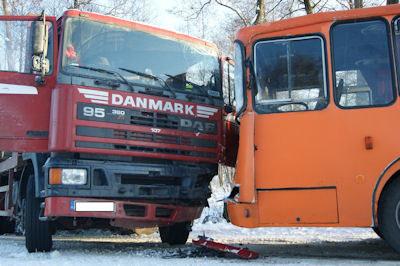 W wyniku zderzenia rannych zostało 7 dzieci /KWP Szczecin
