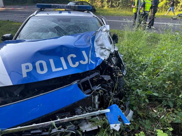 W wypadku rannych zostało m.in. dwóch policjantów /KPP Gniezno /PAP