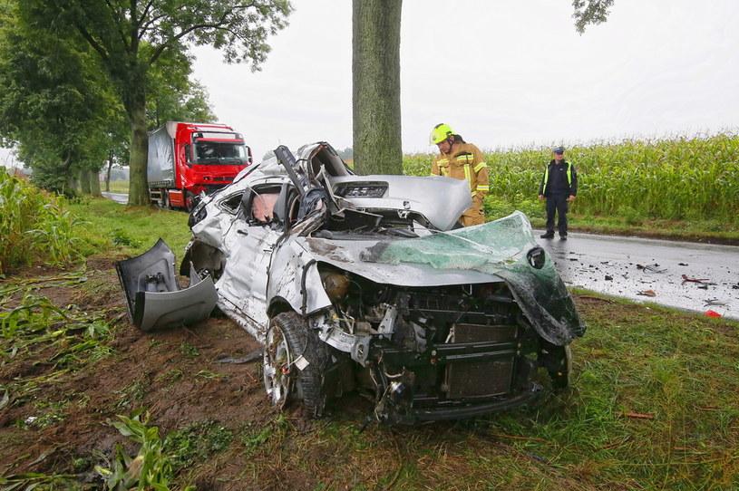W wypadku zginęli narzeczeni, którzy 1 września mieli wziąć ślub /PAP/Tomasz Wojtasik /PAP
