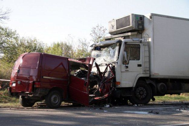 W wypadku zginęło 18 osób jadących busem /PAP