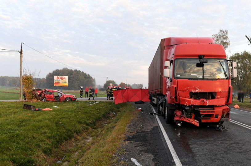 W wypadku zginęły dwie osoby /Grzegorz Michałowski /PAP