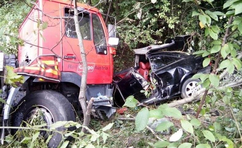 W wypadku zginęły trzy osoby, kierowca Astry jest w stanie ciężkim / Fot: Straż Pożarna /