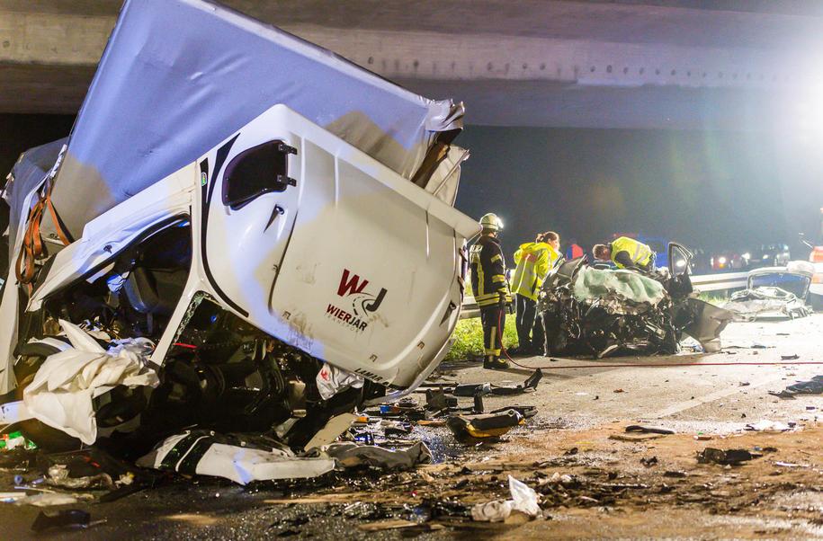 W wypadku zginęły trzy osoby /Sebastian Stenzel /PAP/DPA