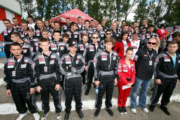 W wyścigach wzięło udział wielu młodych kierowców /