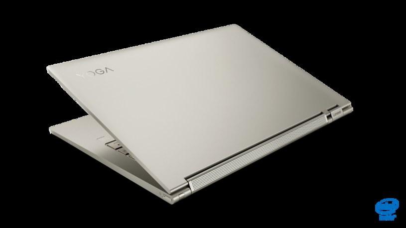 """W zależności od potrzeb użytkownika laptop przyjąć formę klasycznego laptopa, tabletu (wyposażono go bowiem w ekran dotykowy), """"namiotu"""" czy podstawki /materiały promocyjne"""