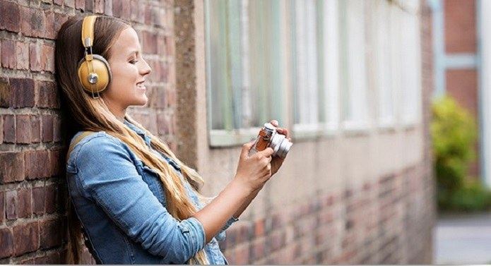 W zależności od tego, jakie masz wymagania powinieneś dobrać odpowiedni typ słuchawek /123RF/PICSEL