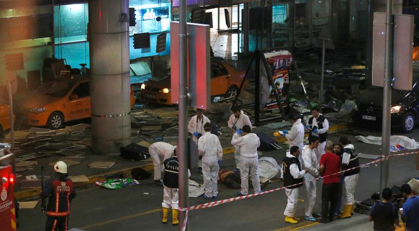 W zamachach na lotnisku w Stambule zginęło 41 osób /Agencja FORUM