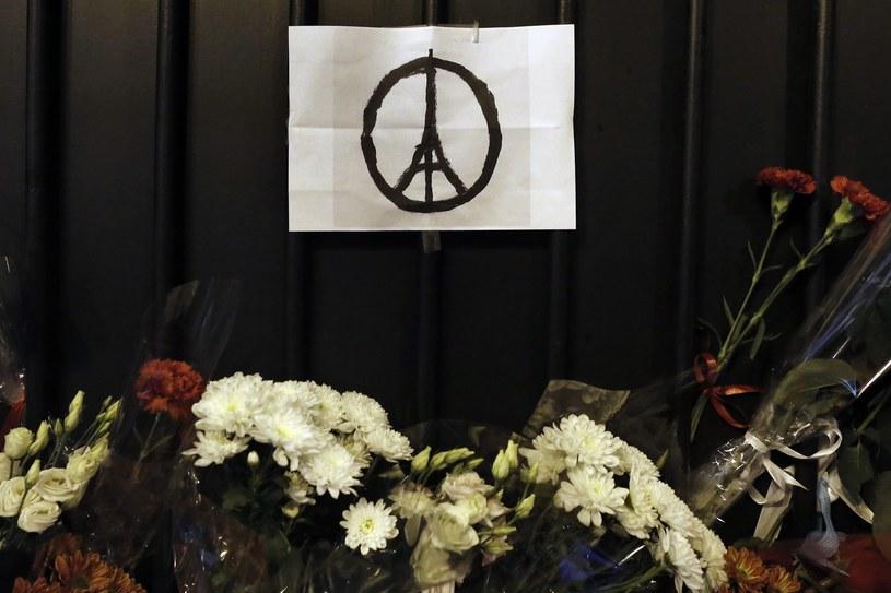 W zamachach w Paryżu zginęło 129 osób /PAP/EPA