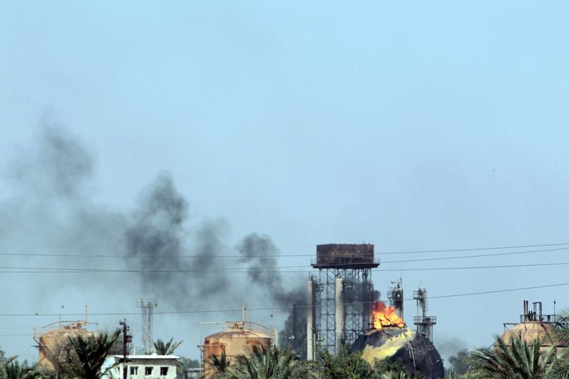 W zamachu na państwową gazownię na północnych przedmieściach Bagdadu w niedzielę rano śmierć poniosło co najmniej 11 osób /SABAH ARAR / AFP /AFP