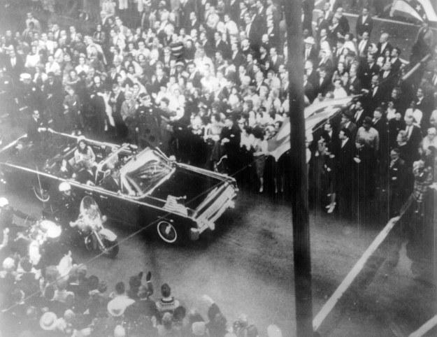 W zamachu na prezydenta Kennedy'ego jest mnóstwo nieścisłości /AFP