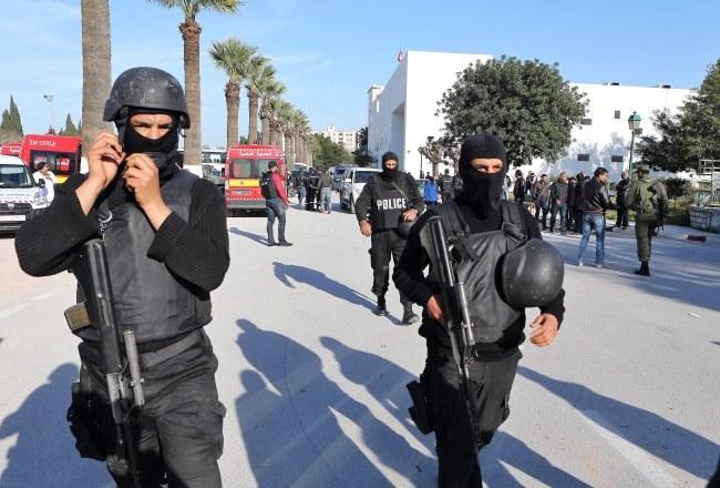 W zamachu w Tunezji zginęło 19 osób, w tym 17 cudzoziemców /MOHAMMED MESSARA /PAP/EPA