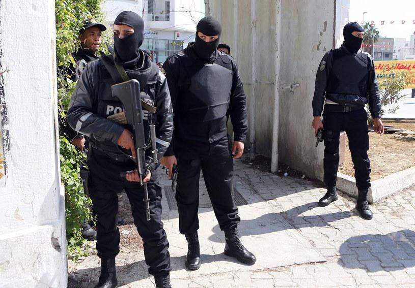 W zamachu w Tunisie zginęły 23 osoby /PAP/EPA