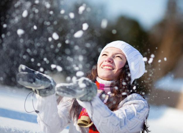 W zimie możesz się cieszyć dobrym nastrojem i energią /123RF/PICSEL