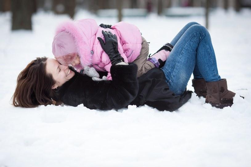 W zimie należy dobrze się ubierać /123RF/PICSEL