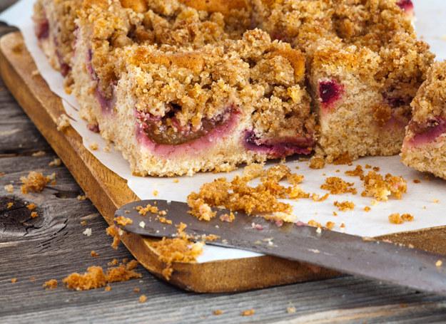 W zimie nie musisz rezygnować z owocowych ciast /123RF/PICSEL