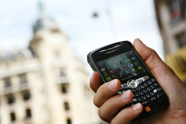 W Zjednoczonych Emiratach Arabskich nie będzie wolno używać telefonu BlackBerry /AFP