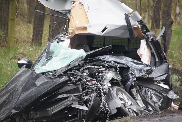 W zmiażdżonej hondzie CR-V zginął kierowca / Fot: Piotr Twardysko /Reporter