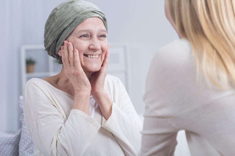 W znalezieniu właściwego specjalisty pomogą grupy wsparcia działające przy stowarzyszeniach zajmujących się pomocą kobietom z rakiem jajnika /123RF/PICSEL