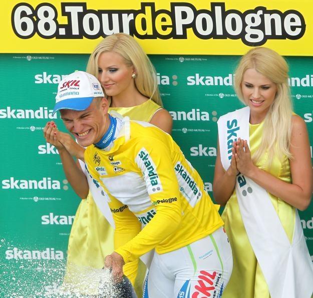 W żółtej koszulce lidera Niemiec Marcel Kittel z grupy Skil-Shimano fot: Radek Pietruszka /PAP