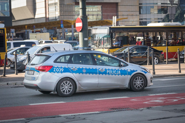 W związku z feriami zimowymi stołeczni policjanci rozpoczynają wzmożone kontrole na trasach wyjazdowych z Warszawy /ARKADIUSZ ZIOLEK /East News