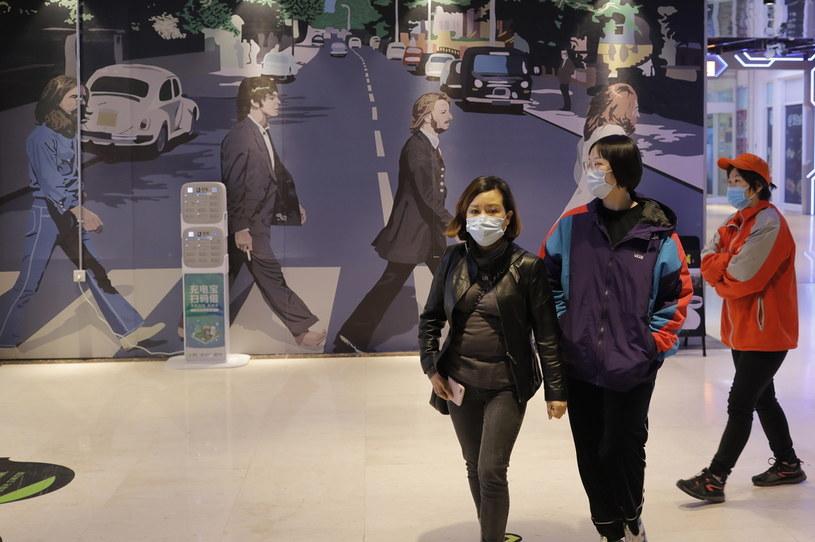 W związku z pandemią koronawirusa w Pekinie wprowadzono surowe przepisy kwarantanny osób przyjeżdżających z zagranicy. /WU HONG /PAP/EPA