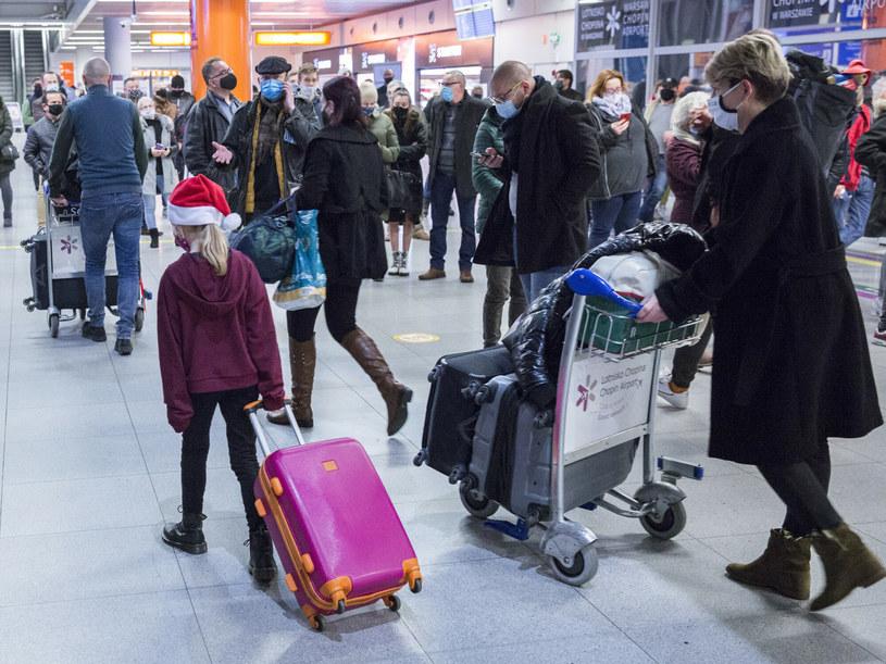 W związku z pojawieniem się nowej odmiany koronawirusa loty z Wielkiej Brytanii do Polski zostały zawieszone /MAREK BEREZOWSKI/REPORTER /Reporter