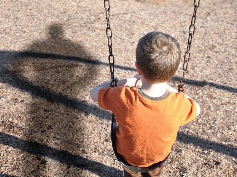 W życie weszła nowelizacja wzmacniająca ochronę pokrzywdzonych dzieci /123RF/PICSEL